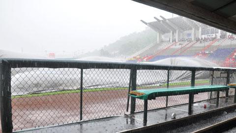 La lluvia impidió que el juego fuera legal  ENwJHkgl